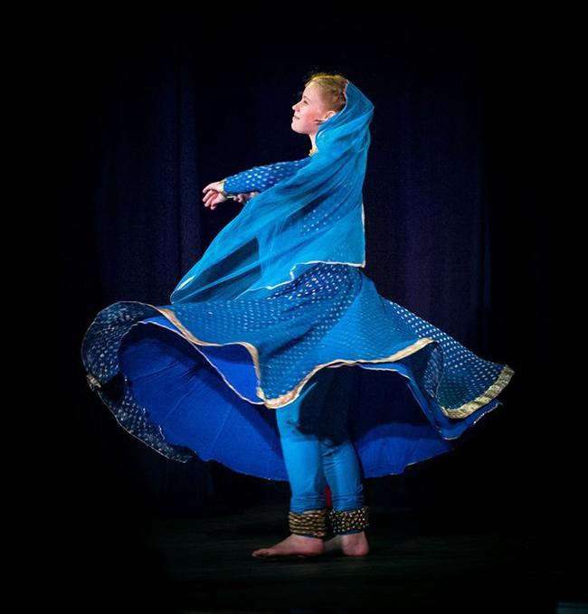повороты индийцский классический танец катхак