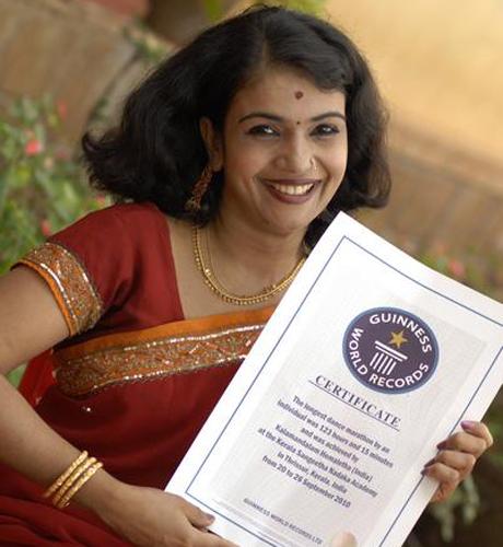 Индийская танцовщица - рекорд Гиннесса